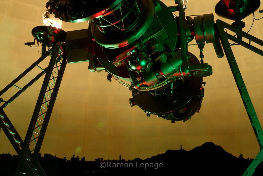 Proyector Zeiss del Planetario Humboldt. Se trata de un aparato electromecánico que permite visualizar el firmamento de una manera muy realista y reproducir su movimiento con gran precisión.  Projector Zeiss of Humboldt Planetary.  (Ramón Lepage/ Orinoquiaphoto)