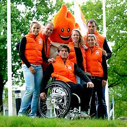 08-05-2009 ALGEMEEN: AMBASSADEURS OS 2010 VANCOUVER: ARNHEM<br /> NOC*NSF heeft vandaag tijdens een teambijeenkomst op Papendal met alle potentiele sporters voor Vancouver met trots de ambassadeurs van het Nederlands Olympisch Team en het Nederlands Paralympisch Team voor de spelen van Vancouver 2010 gepresenteerd / Nicolien Sauerbreij (snowboarden), Sybren Jansma (bobslee, remmer), Annette Gerritsen (langebaanschaatsen), Annita van Doorn (shorttrack), Erben Wennemars (langebaanschaatsen) en Kees-Jan van der Klooster (zitskien)<br /> ©2009-WWW.FOTOHOOGENDOORN.NL