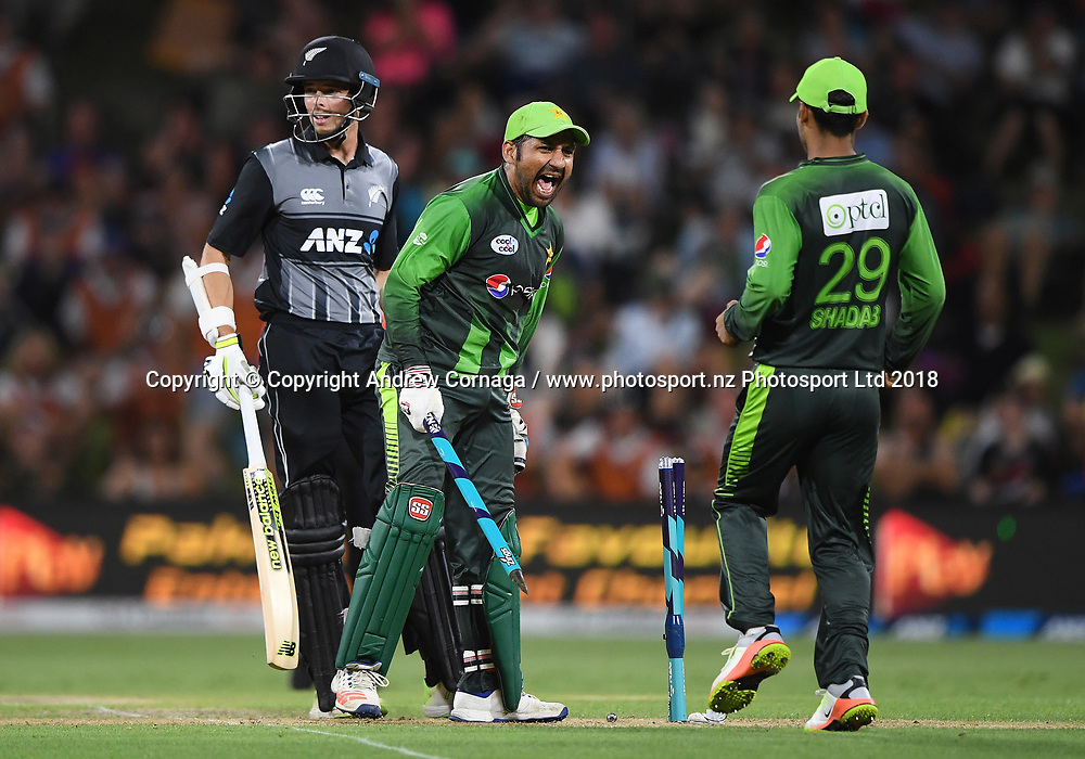 Pakistan captain Sarfraz Ahmed celebrates winning the series.<br /> Pakistan tour of New Zealand. T20 Series. 3rd Twenty20 international cricket match, Bay Oval, Mt Maunganui, New Zealand. Sunday 28 January 2018. &copy; Copyright Photo: Andrew Cornaga / www.Photosport.nz
