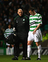 Photo: Andrew Unwin.<br />Glasgow Celtic v Inverness Caledonian Thistle. Bank of Scotland Scottish Premier League. 18/11/2006.<br />Celtic's Gary Caldwell (R) leaves the field injured.