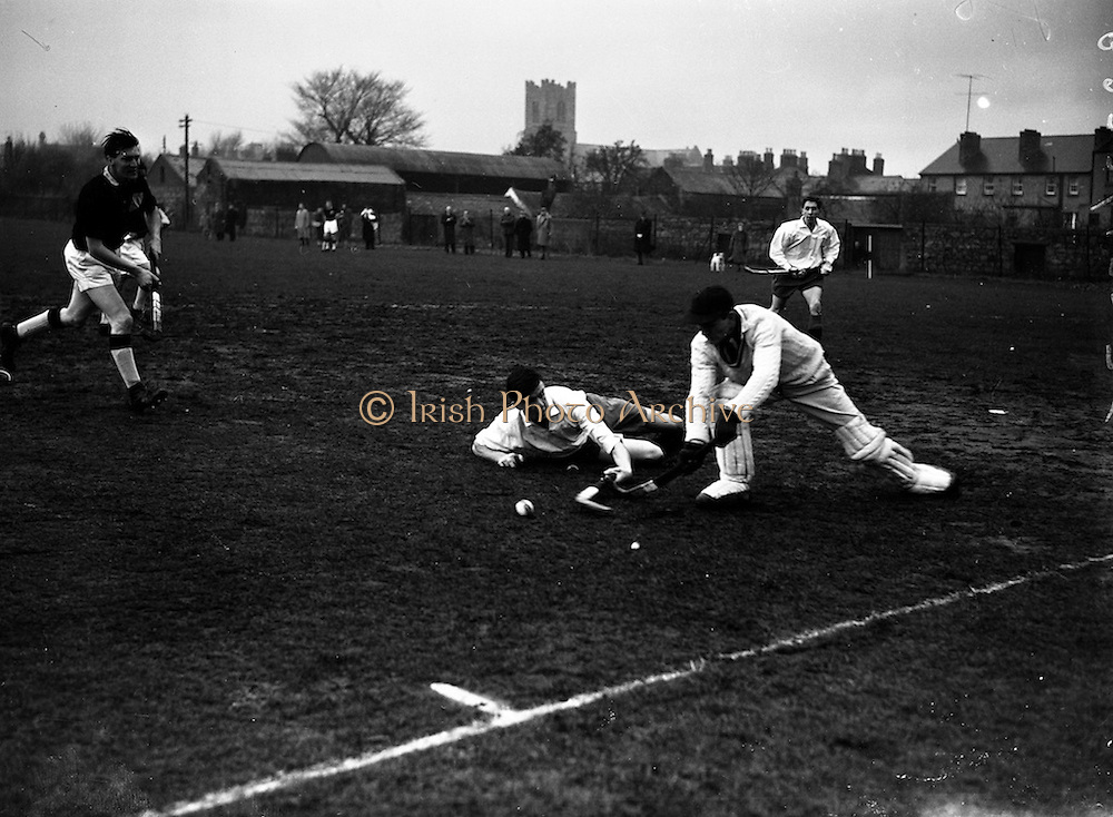 16/01/1960<br /> 01/16/1960<br /> 16 January 1960<br /> Interprovincial Mens Hockey: Ulster v Connaught.Ulster forward Wilson falls to the ground at the feet of Connaught's goal keeper, R. Stachwell (clearing the ball) during the Senior mens Interprovincial at Londonbridge Road, Dublin.