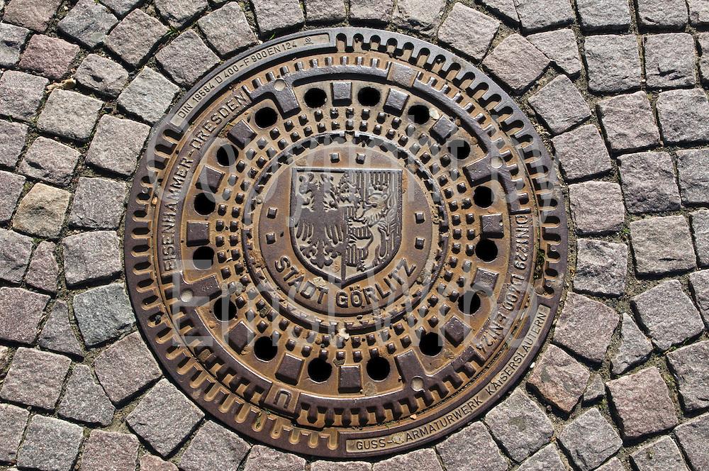 Kanaldeckel der Partnerstadt Görlitz, Wiesbaden, Hessen, Deutschland | sewer cap of partner town Goerlitz, Wiesbaden, Hesse, Germany