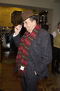 Barry Humphries. Shanghai Tang opening. Sloane St. 11 April 2001. © Copyright Photograph by Dafydd Jones 66 Stockwell Park Rd. London SW9 0DA Tel 020 7733 0108 www.dafjones.com