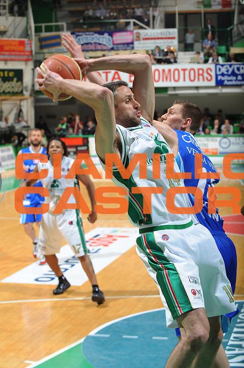 DESCRIZIONE : Siena Lega A 2009-10 Playoff Semifinale Gara 1 Montepaschi Siena NGC Medical Cantu<br /> GIOCATORE : Tomas Ress<br /> SQUADRA : Montepaschi Siena<br /> EVENTO : Campionato Lega A 2009-2010 <br /> GARA : Montepaschi Siena NGC Medical Cantu<br /> DATA : 01/06/2010<br /> CATEGORIA : rimbalzo<br /> SPORT : Pallacanestro <br /> AUTORE : Agenzia Ciamillo-Castoria/GiulioCiamillo<br /> Galleria : Lega Basket A 2009-2010 <br /> Fotonotizia : Siena Lega A 2009-10 Playoff Semifinale Gara 1 Montepaschi Siena NGC Medical Cantu<br /> Predefinita :