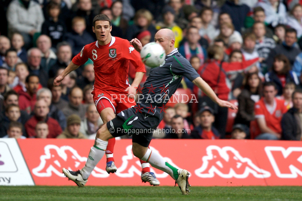 CARDIFF, WALES - Saturday, November 17, 2007: Wales' Jason Koumas and Republic of Ireland's Lee Carsley during the UEFA Euro 2008 Qualifying Group D match at the Millennium Stadium. (Pic by David Rawcliffe/Propaganda)