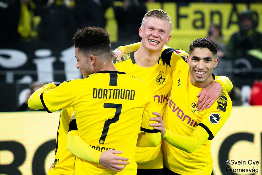 Bundesliga 2020: Borussia Dortmund - 1. FC Köln (5-1). Borussia Dortmunds Erling Braut Haaland (midten) feirer 5-1 scoringen sin sammen med Jadon Sancho (tv) og Achraf Hakimi i bundesligakampen i fotball mellom Borussia Dortmund og 1. FC Köln på Signal Iduna Park.