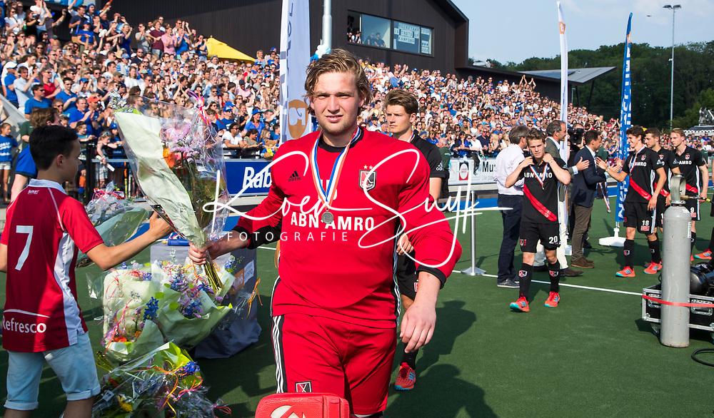 UTRECHT -  Teleurstelling bij keeper Philip van Leeuwen (A'dam)    na  de finale van de play-offs om de landtitel tussen de heren van Kampong en Amsterdam (3-1).    COPYRIGHT KOEN SUYK