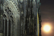 DEU, Germany, Cologne, moonrise above the cathedral.....DEU, Deutschland, Koeln, Mondaufgang ueber dem Dom.........
