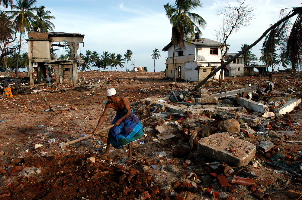 Residents of the coastal fishing village Hambantota clear a space to erect a tent in the devastated town center..Hambantota, Sri Lanka. 21/01/2005.Photo © J.B. Russell