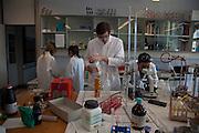 Laboratoire de chimie, Collège du Sud, Bulle, juin 2010. Cheminlabor, Mittelschule, Juni 2010.