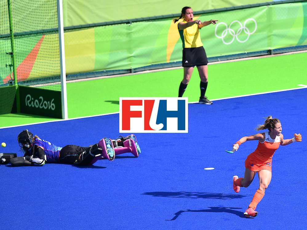 Netherlands' Ellen Hoog (R) celebrates her goal during the penalty shoot-out at the end of the the women's semifinal field hockey Netherlands vs Germany match of the Rio 2016 Olympics Games at the Olympic Hockey Centre in Rio de Janeiro on August 17, 2016. / AFP / MANAN VATSYAYANA        (Photo credit should read MANAN VATSYAYANA/AFP/Getty Images)