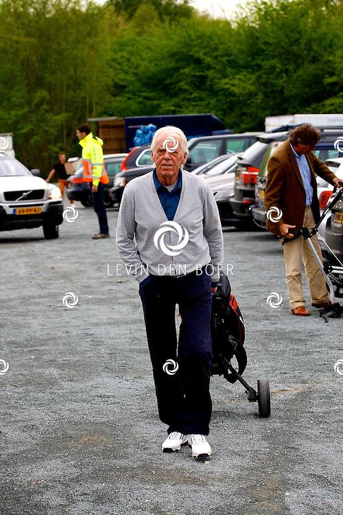 BADHOEVEDORP - De DON Masters is een celebrity golftoernooi, waarbij iedere flight bestaat uit 3 deelnemers en 1 bekende Nederlander. Het toernooi plaats op Golfclub The International. Met op de foto  Leo Beenhakker. FOTO LEVIN DEN BOER - PERSFOTO.NU