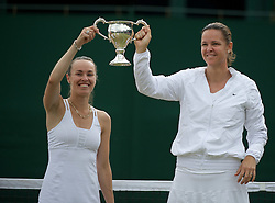 03.07.2011, Wimbledon, London, GBR, WTA Tour, Wimbledon Tennis Championships, Finale, im Bild Lindsay Davenport (USA) & Martina Hingis (SUI) celebrate with the trophy after winning the Ladies' Invitation Doubles Final match on day thirteen of the Wimbledon Lawn Tennis Championships at the All England Lawn Tennis and Croquet Club. EXPA Pictures © 2011, PhotoCredit: EXPA/ Propaganda/ David Rawcliffe +++++ ATTENTION - OUT OF ENGLAND/UK +++++