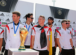 15.07.2014, Flughafen Tegel, Berlin, GER, FIFA WM, Empfang der Weltmeister in Deutschland, Finale, im Bild vl. Thomas Mueller (GER), Mats Hummels (GER),Bastian Schweinsteiger (GER)Sami Khedira (GER), Toni Kroos (GER) und Christoph Kramer (GER) // during Celebration of Team Germany for Champion of the FIFA Worldcup Brazil 2014 at the Flughafen Tegel in Berlin, Germany on 2014/07/15. EXPA Pictures © 2014, PhotoCredit: EXPA/ Eibner-Pressefoto/ Eibner Pressefoto / pool<br /> <br /> *****ATTENTION - OUT of GER*****