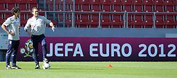 16.06.2012, Jozef Pilsudski Stadion, Krakau, POL, UEFA EURO 2012, Italien, Training, im Bild Gabriele PIN, Cesare PRANDELLI (Italia) // during EURO 2012 Trainingssession of Italian Nationalteam, at the Jozef Pilsudski Stadium, Krakau, Poland on 2012/06/16,. EXPA Pictures © 2012, PhotoCredit: EXPA/ Insidefoto/ Alessandro Sabattini..***** ATTENTION - for AUT, SLO, CRO, SRB, SUI and SWE only *****