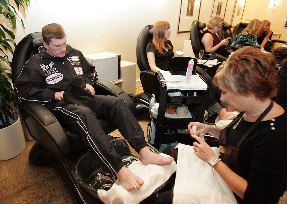 Ricky Hatton gets his nails done at Caesars Palace. Ricky Hatton v Floyd Mayweather, Las Vegas, Nevada.