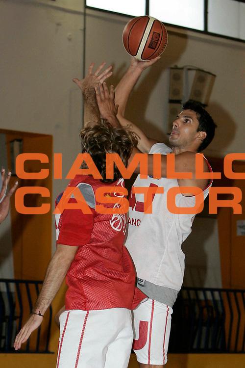 DESCRIZIONE : MILANO CAMPIONATO LEGA A1 2005-2006 <br /> GIOCATORE : VUKCEVIC<br /> SQUADRA : ARMANI JEANS MILANO <br /> EVENTO : CAMPIONATO LEGA A1 2005-2006 <br /> GARA : <br /> DATA : 05/09/2005 <br /> CATEGORIA : Tiro <br /> SPORT : Pallacanestro <br /> AUTORE : Agenzia Ciamillo-Castoria/C.Scaccini
