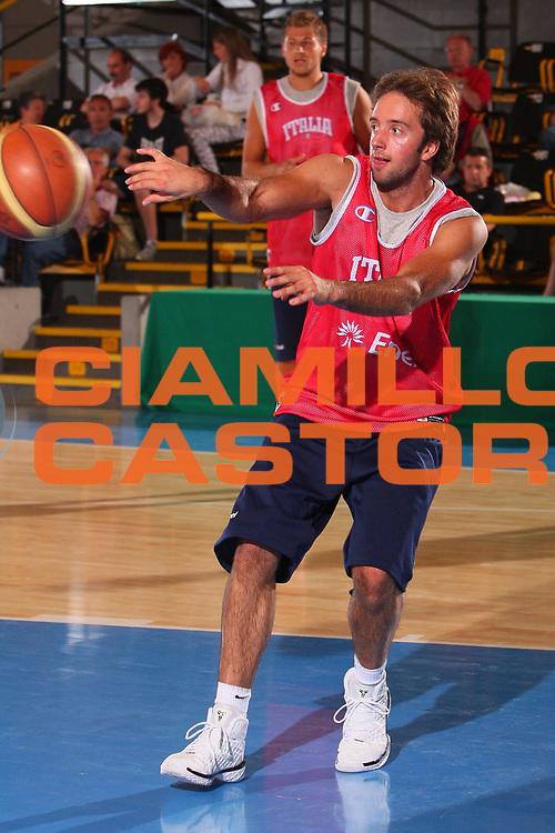 DESCRIZIONE : Bormio Raduno Collegiale Nazionale Maschile Allenamento <br /> GIOCATORE : Daniele Cavaliero <br /> SQUADRA : Nazionale Italia Uomini <br /> EVENTO : Raduno Collegiale Nazionale Maschile <br /> GARA : <br /> DATA : 21/07/2008 <br /> CATEGORIA : Passaggio <br /> SPORT : Pallacanestro <br /> AUTORE : Agenzia Ciamillo-Castoria/S.Silvestri <br /> Galleria : Fip Nazionali 2008 <br /> Fotonotizia : Bormio Raduno Collegiale Nazionale Maschile Allenamento <br /> Predefinita :