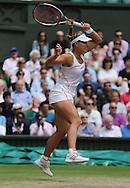 Wimbledon Championships 2012 AELTC,London,.ITF Grand Slam Tennis Tournament, Damen Semi Finale, Angelique Kerber (GER), Aktion,.Einzelbild,Ganzkoerper,Hochformat,.