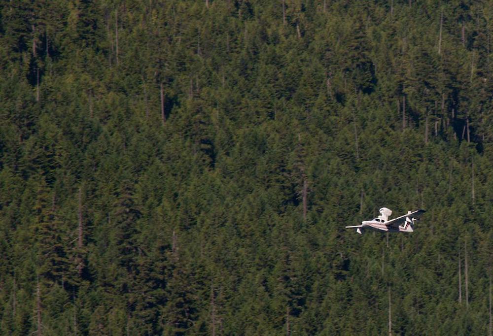 Lake Floatplane Takes Off from Ross Lake, Ross Lake National Recreation Area, North Cascades National Park, Washington, US