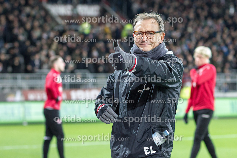 02.12.2016, Millerntor, Hamburg, GER, 2. FBL, FC St. Pauli vs 1. FC Kaiserslautern, 15. Runde, im Bild Cheftrainer Ewald Lienen (St. Pauli) zeigt den Daumen hoch // during the 2nd German Bundesliga 15th round match between FC St. Pauli and 1. FC Kaiserslautern at the Millerntor in Hamburg, Germany on 2016/12/02. EXPA Pictures &copy; 2016, PhotoCredit: EXPA/ Eibner-Pressefoto/ Hommes<br /> <br /> *****ATTENTION - OUT of GER*****