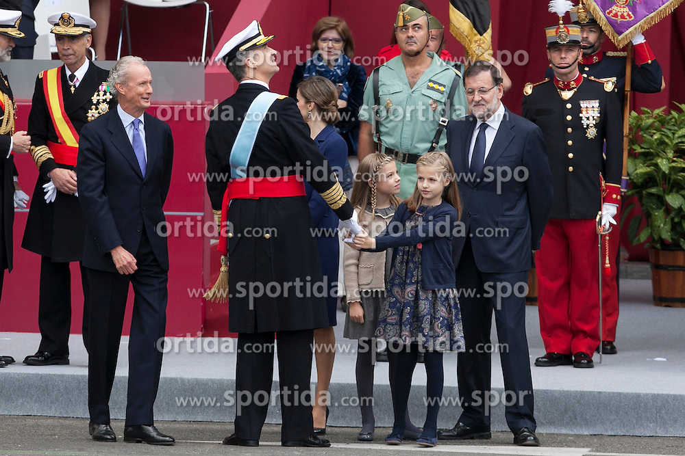 12.10.2015, Madrid, Madrid, ESP, Spanischer Nationalfeiertag, Royals, im Bild King Felipe VI of Spain, Princess Sofia of Spain, Princess Leonor of Spain, Queen Letizia of Spain and President of the Goberment of Spain Mariano Rajoy // during the celebration of the Spanish National Day military parade in Madrid in Madrid, Spain on 2015/10/12. EXPA Pictures &copy; 2015, PhotoCredit: EXPA/ Alterphotos/ Victor Blanco<br /> <br /> *****ATTENTION - OUT of ESP, SUI*****