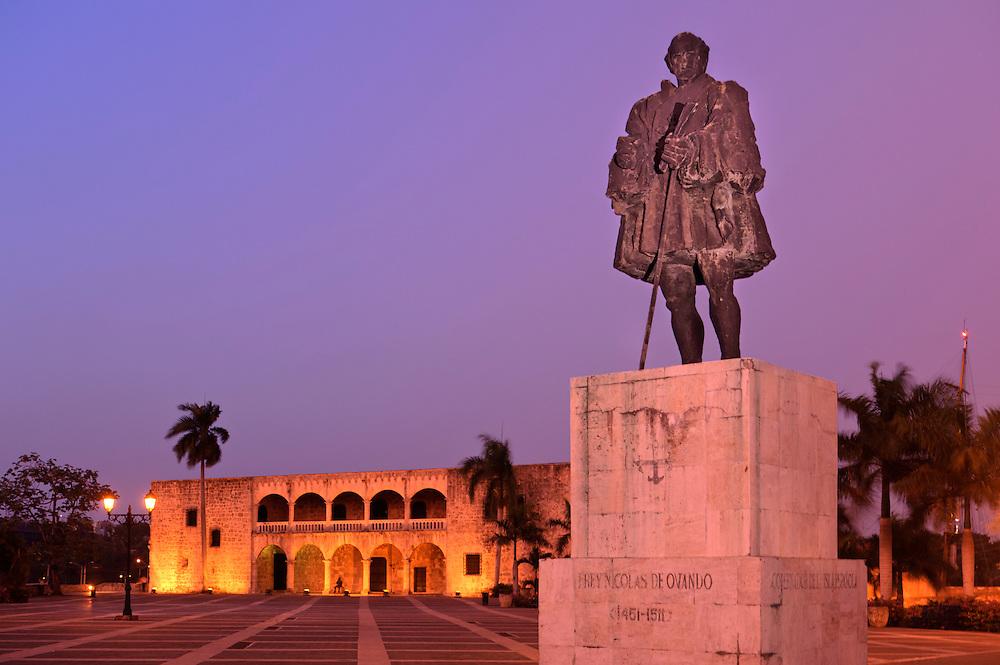 Statue of Nicol?s de Ovando, Plaza Espana, Zona Colonial, Historic Center, Santo Domingo, Dominican Republic.