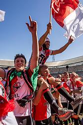 14-05-2017 NED: Kampioenswedstrijd Feyenoord - Heracles Almelo, Rotterdam<br /> In een uitverkochte Kuip pakt Feyenoord met een 3-1 overwinning het landskampioenschap / Tonny Vilhena #10, Dirk Kuyt #7, Eric Botteghin #33