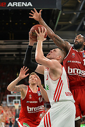14.06.2015, Brose Arena, Bamberg, GER, Beko Basketball BL, Brose Baskets Bamberg vs FC Bayern Muenchen, Playoffs, Finale, 3. Spiel, im Bild Vladimir Stimac (FC Bayern Muenchen / Mitte) versucht zum Korbwurf zu kommen. Bradley Wanamaker (Brose Baskets Bamberg / rechts) versucht zu blocken. Im Hintergrund: Daniel Theis (Brose Baskets Bamberg) // during the Beko Basketball Bundes league Playoffs, final round, 3rd match between Brose Baskets Bamberg and FC Bayern Muenchen at the Brose Arena in Bamberg, Germany on 2015/06/14. EXPA Pictures &copy; 2015, PhotoCredit: EXPA/ Eibner-Pressefoto/ Merz<br /> <br /> *****ATTENTION - OUT of GER*****
