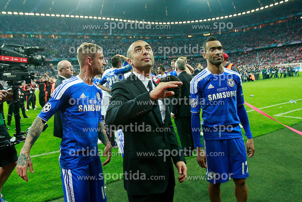 19.05.2012, Allianz Arena, Muenchen, GER, UEFA CL, Finale, FC Bayern Muenchen (GER) vs FC Chelsea (ENG), im Bild Roberto Di Matteo Chelsea // during the Final Match of the UEFA Championsleague between FC Bayern Munich (GER) vs Chelsea FC (ENG) at the Allianz Arena, Munich, Germany on 2012/05/19. EXPA Pictures © 2012, PhotoCredit: EXPA/ Insidefoto/ Paolo Nucci..***** ATTENTION - for AUT, SLO, CRO, SRB, SUI and SWE only *****