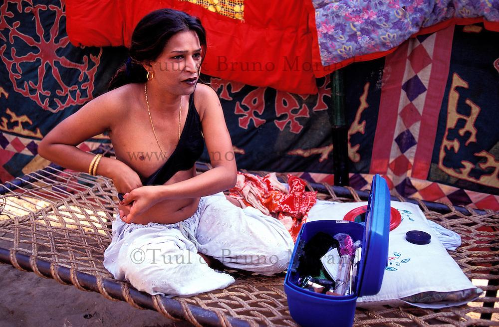 Pakistan - Hijra, les demi-femmes du Pakistan - Leila, 20 ans c'est fait opéré il y a 6 mois dans un hopital de Lahore pour 10 000 roupies. Il s'appelai Mohammad Syed avant. // Pakistan. Punjab province. Hijra, the half woman of Pakistan