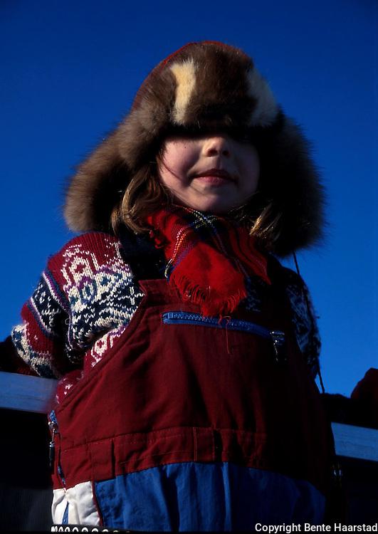 Brita Sandvik Wilks, slakting Sørli, mars 2000 Sørsamisk område strekker seg fra Saltfjellet i nord til Elgå i Hedmark i sør. Omfatter noen få tusen på norsk og svensk sida av grensa. The sourth sami people consists of a couple of tousand people.