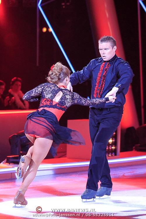 NLD/Hilversum/20130209 - Finale Sterren Dansen op het IJs 2013, Tony Wyczynski en Alexandra Murphy