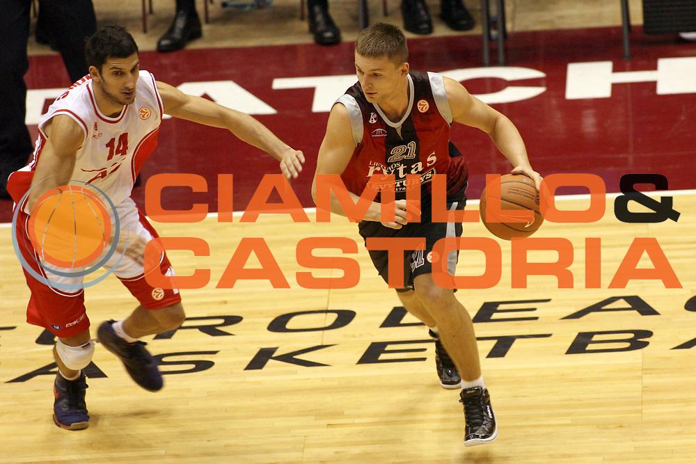 DESCRIZIONE : Milano Eurolega 2007-08 Armani Jeans Milano Lietuvos Rytas <br /> GIOCATORE : Jomantas Arturas<br /> SQUADRA :  Lietuvos Rytas <br /> EVENTO : Eurolega 2007-2008 <br /> GARA : Armani Jeans Milano Lietuvos Rytas <br /> DATA : 25/10/2007 <br /> CATEGORIA : Palleggio<br /> SPORT : Pallacanestro <br /> AUTORE : Agenzia Ciamillo-Castoria/G.Landonio