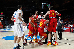 10.09.2014, Palacio de los deportes, Madrid, ESP, FIBA WM, Frankreich vs Spanien, Viertelfinale, im Bild Spain´s Ricky Rubio, Sergio Llull, Marc Gasol and Pau Gasol and France´s Lauvergne and Diaw fight // during FIBA Basketball World Cup Spain 2014 Quarter-Final match between France and Spain at the Palacio de los deportes in Madrid, Spain on 2014/09/10. EXPA Pictures © 2014, PhotoCredit: EXPA/ Alterphotos/ Victor Blanco<br /> <br /> *****ATTENTION - OUT of ESP, SUI*****
