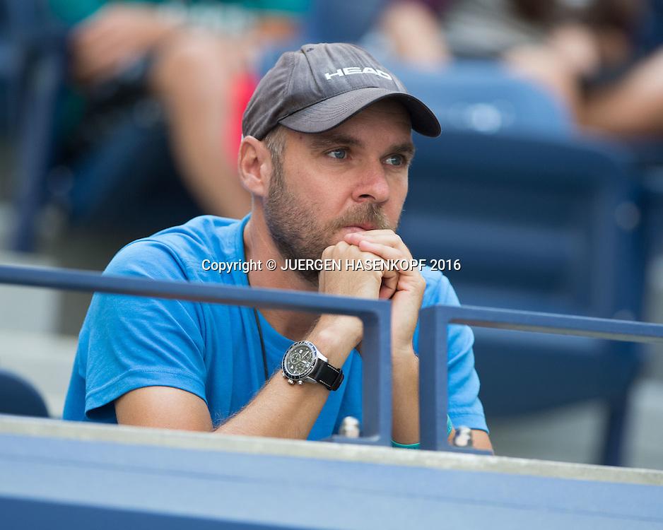 ANASTASIJA SEVASTOVA TEAM,Trainer Ronald Schidt sitzt auf der Tribuene in der Spielerloge<br /> <br /> Tennis - US Open 2016 - Grand Slam ITF / ATP / WTA -  USTA Billie Jean King National Tennis Center - New York - New York - USA  - 4 September 2016.