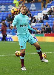 30.10.2016, Goodison Park, Liverpool, ENG, Premier League, FC Everton vs West Ham United, 10. Runde, im Bild Mark Noble of West Ham United warms up // Mark Noble of West Ham United warms up during the English Premier League 10th round match between FC Everton and West Ham United at the Goodison Park in Liverpool, Great Britain on 2016/10/30. EXPA Pictures © 2016, PhotoCredit: EXPA/ Focus Images/ Michael Sedgwick<br /> <br /> *****ATTENTION - for AUT, GER, FRA, ITA, SUI, POL, CRO, SLO only*****