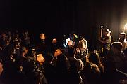 MUSIC FOR LAMPS, PLAY 2 :: RETRO TECH-NACULAR <br /> Musée d'art contemporain - Salle BWR<br /> samedi 30 mai.<br /> Les outils les plus percutants du hangar expérimental montréalais se mesurent les uns contre les autres lors d'un enchaînement de performances magnifiquement déstabilisantes qui célèbrent autant qu'elles rompent avec la tradition de la technologie obsolète. Mettant en scène les échos dramatiques de lumières, de l'artivisme numérique en tons de gris aussi bien que la transformation chimique d'un film de Nicolas Cage atroce, ce programme promet des surprises hybrides à chaque tournant; un véritable laboratoire de transformations pour lampes, cathodes et projecteurs de films.