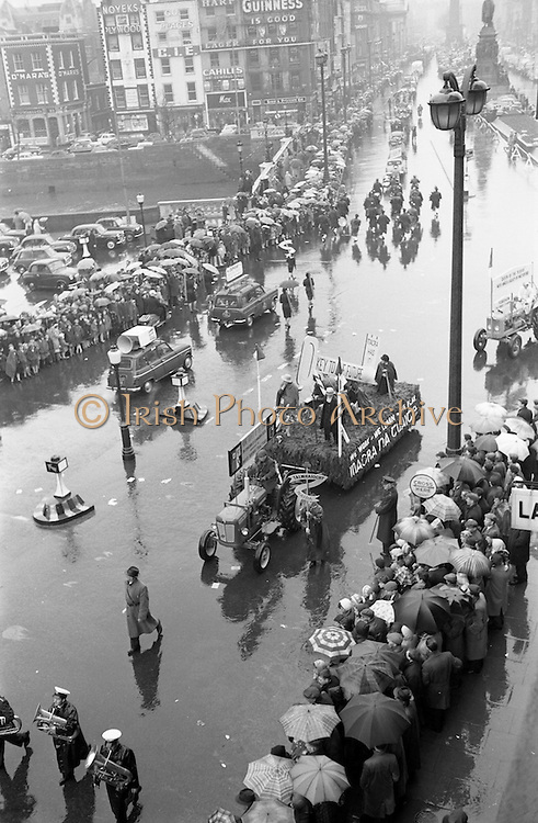 17/03/1963<br /> 03/17/1963<br /> 17 March 1963<br /> A view of the the N.A.I.D.A. St. Patricks Day Parade, from  Westmoreland Street, across O'Connell Bridge, Dublin.