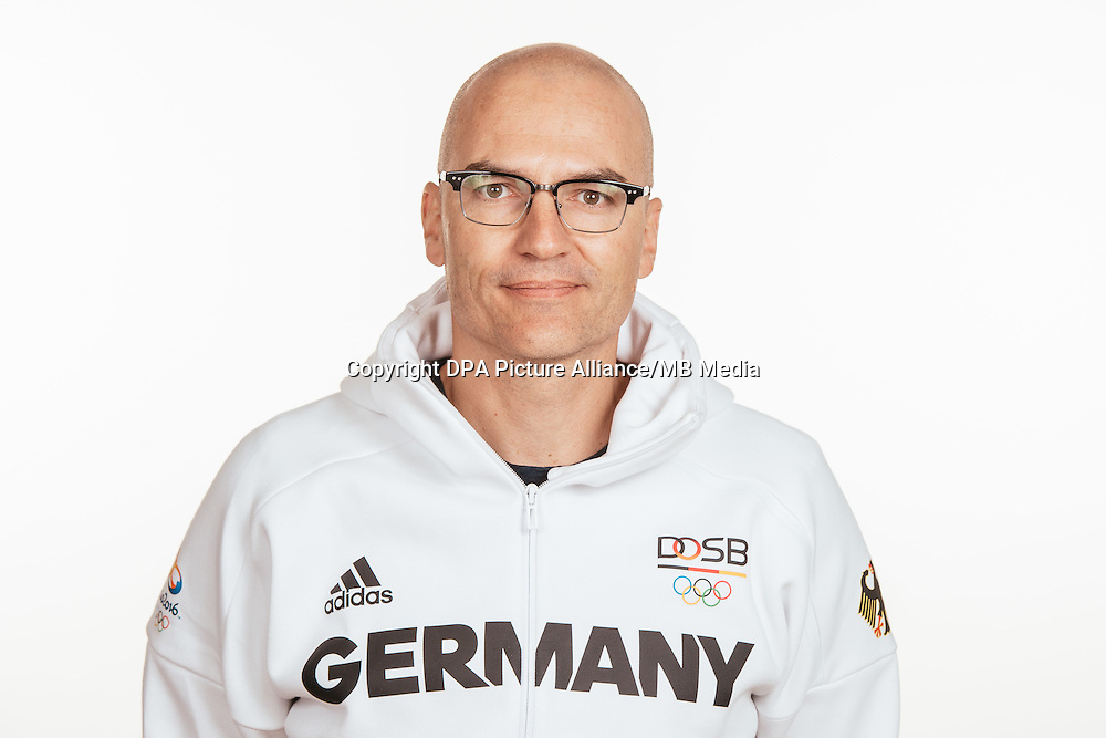 Dr. Falk Schade poses at a photocall during the preparations for the Olympic Games in Rio at the Emmich Cambrai Barracks in Hanover, Germany, taken on 15/07/16 | usage worldwide