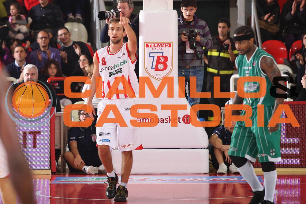 DESCRIZIONE : Teramo Lega A 2009-10 Banca Tercas Teramo Air Avellino<br /> GIOCATORE : Giuseppe Poeta<br /> SQUADRA : Banca Tercas Teramo<br /> EVENTO : Campionato Lega A 2009-2010<br /> GARA : Banca Tercas Teramo Air Avellino<br /> DATA : 06/12/2009<br /> CATEGORIA : Esultanza<br /> SPORT : Pallacanestro<br /> AUTORE : Agenzia Ciamillo-Castoria/G.Ciamillo<br /> Galleria : Lega Basket A 2009-2010 <br /> Fotonotizia : Teramo Campionato Italiano Lega A 2009-2010 Banca Tercas Teramo Air Avellino<br /> Predefinita :