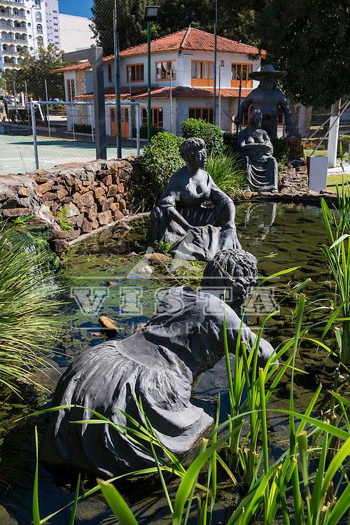 "Monumento ""As Lavadeiras"", de autoria do escultor José Batista, Parque Jonas Ramos, popularmente chamado de Tanque,  Lages, Santa Catarina - foto de Ze Paiva - Vista Imagens"