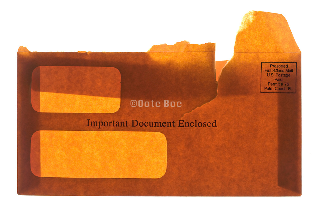 brown business envelope with text Important Document Enclosed printed on it