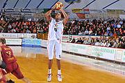 DESCRIZIONE : Venezia Lega A2 2009-10 Umana Reyer Venezia Riviera Solare Rimini<br /> GIOCATORE : Michael Bernard<br /> SQUADRA : Riviera Solare Rimini <br /> EVENTO : Campionato Lega A2 2009-2010<br /> GARA : Umana Reyer Venezia Riviera Solare Rimini<br /> DATA : 09/12/2009<br /> CATEGORIA : Tiro Three Points<br /> SPORT : Pallacanestro <br /> AUTORE : Agenzia Ciamillo-Castoria/M.Gregolin<br /> Galleria : Lega Basket A2 2009-2010 <br /> Fotonotizia : Venezia Campionato Italiano Lega A2 2009-2010 Umana Reyer Venezia Riviera Solare Rimini<br /> Predefinita :