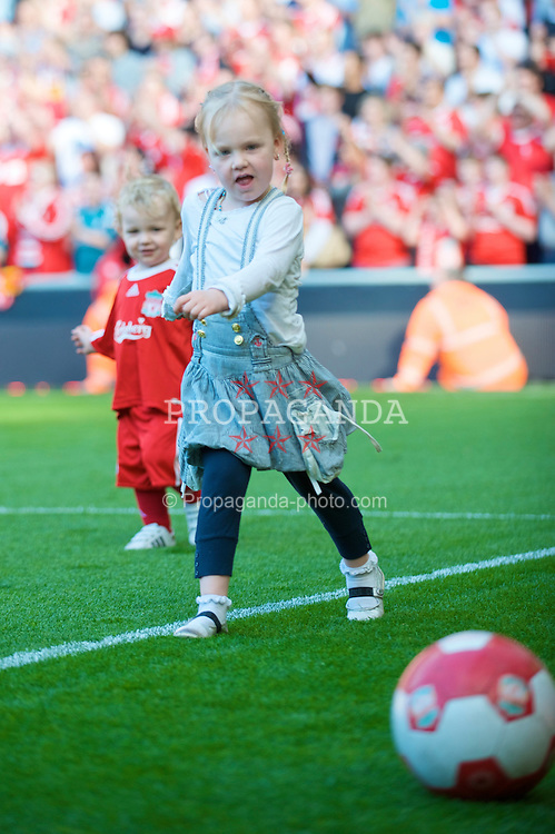 LIVERPOOL, ENGLAND - Sunday, May 24, 2009: The daughter of one of Liverpool's players on the pitch at Anfield. (Photo by: David Rawcliffe/Propaganda) xxxx