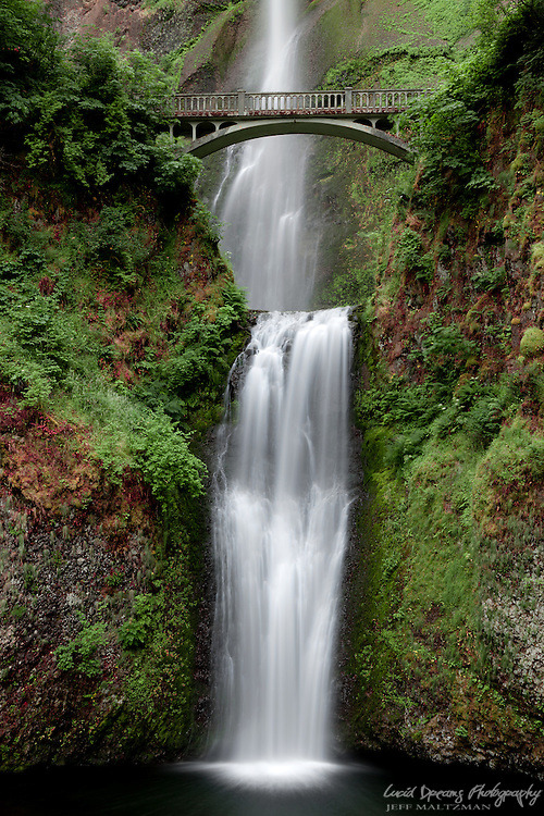 Multnomah Falls in the Columbia River Gorge, Oregon.