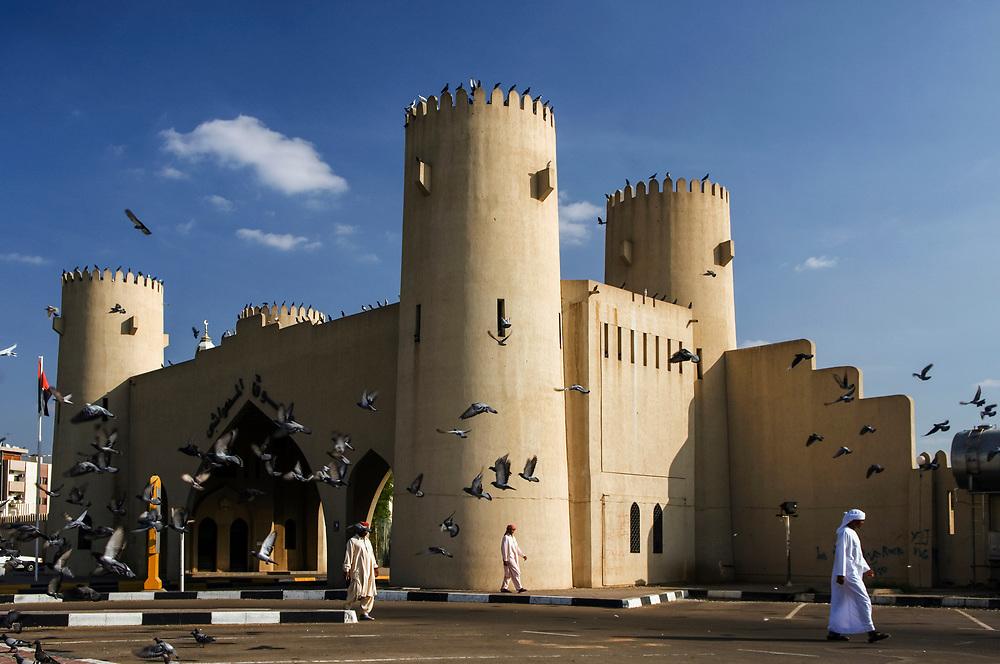 2006, Abu Dhabi, United Arab Emirates --- Gateway in Al Ain --- Image by © Jeremy Horner/Corbis