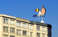 Europe, Belgium, Brussels, advertising for the comic album series The Adventures of Tintin on a house at the Gare du Midi...Europa, Belgien, Bruessel, Tim und Struppi Reklame auf einem Haus an der Gare du Midi.
