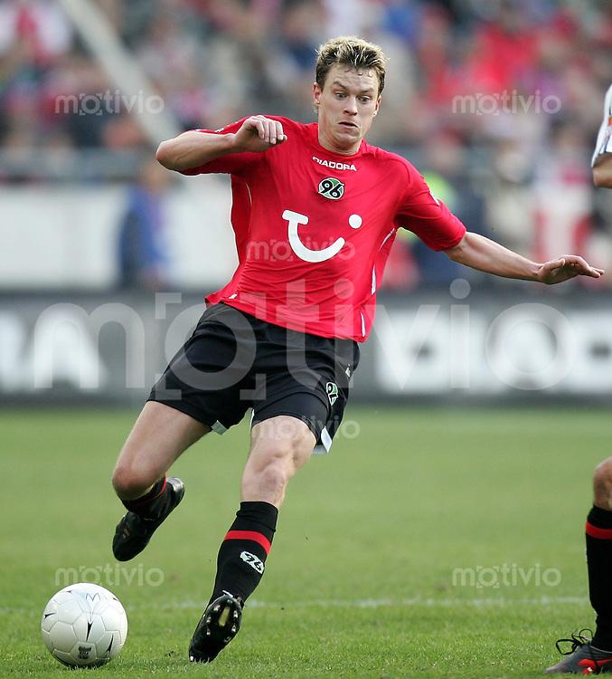 Fussball   1. Bundesliga   Saison 2006/2007 Hanno BALITSCH (Hannover 96), Einzelaktion am Ball