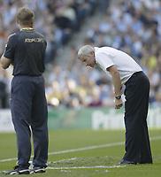 Photo: Aidan Ellis.<br /> Manchester City v West Ham United. The Barclays Premiership. 23/09/2006.<br /> West Ham Boss Alan Pardew ducks down